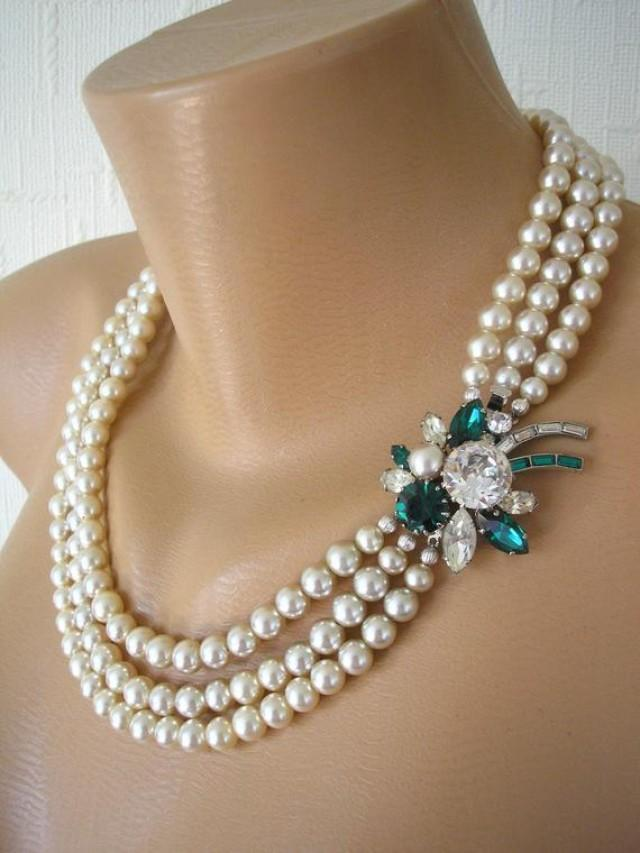 wedding photo - Vintage Pearl Necklace With Side Clasp, Pearl And Emerald Necklace, Bridal Pearls, Cream Pearls, 3 Strand Pearls, Art Deco Pearls, Gatsby
