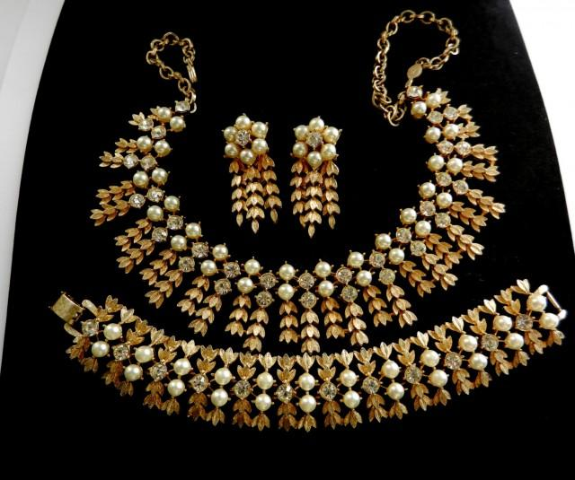 wedding photo - Royal Highness by SARAH COVENTRY - Book Pieces vintage 1960 - Outstanding necklace, bracelet and earrings set - art.620/4