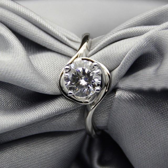 wedding photo - Buy 1ct Moissanite Wedding Ring
