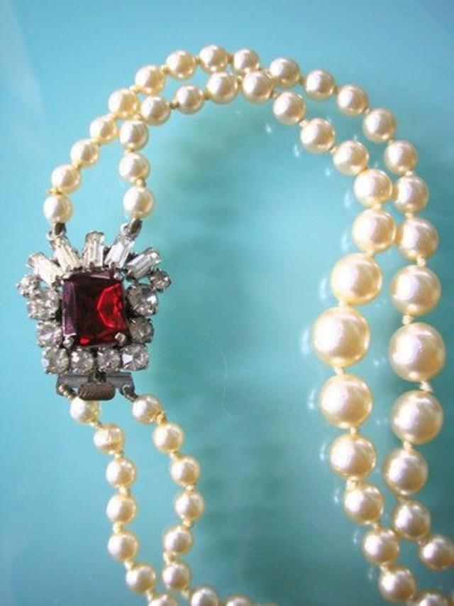 wedding photo - Vintage Pearl Necklace With Ruby Red Clasp, Pearls With Side Clasp, 2 Strand Pearls, Cream Pearls, Vintage Bridal Pearls, Art Deco Style