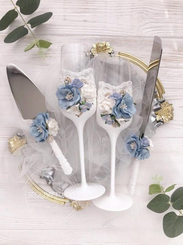 Dusty Blue Champagne Flutes Wedding Bride and Groom Toasting Flutes Wedding Set Vintage Rustic Chic Decor Wedding Glasses Winter Wedding