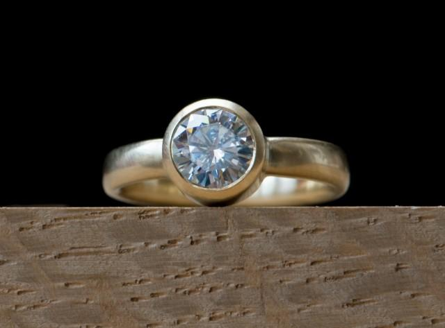 Forever One 1 Carat Moissanite Engagement Ring in 18K Gold