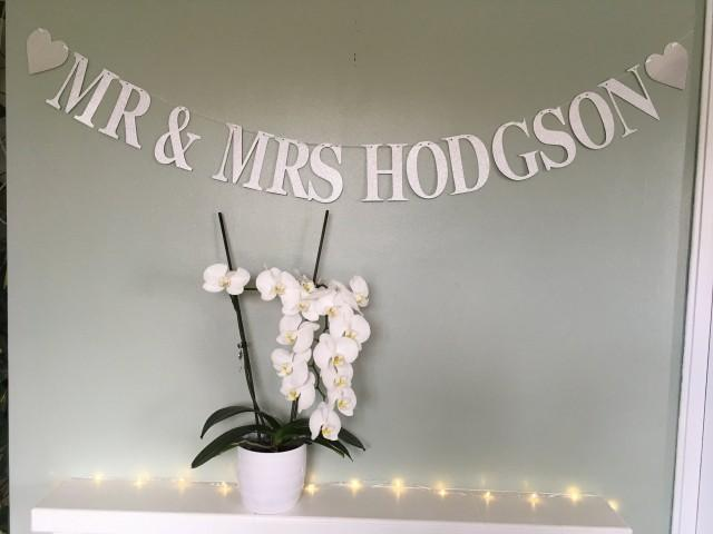 String your own Mr & Mrs custom wedding bunting, personalised wedding banner, wedding reception decoration, paper party bunting