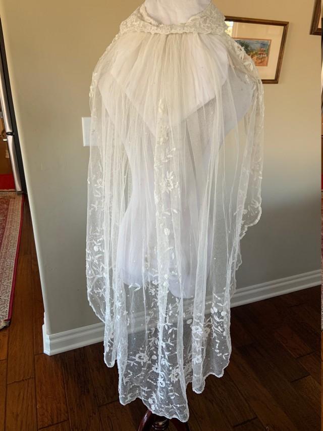 Magnificent Ballet Length Antique Princess Lace Wedding Veil