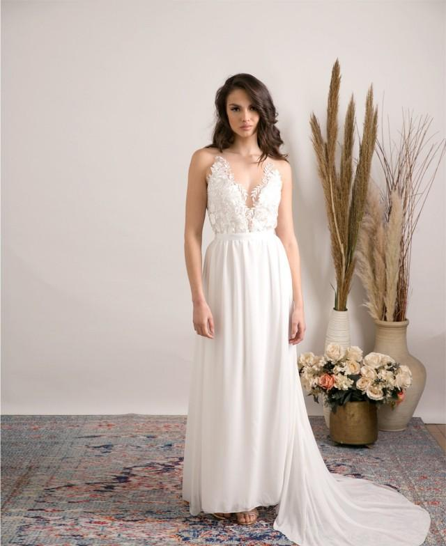 The Boho wedding dress of your dreams, graceful and delicate design with heavenly silhouette & dreamy Lace embroidery