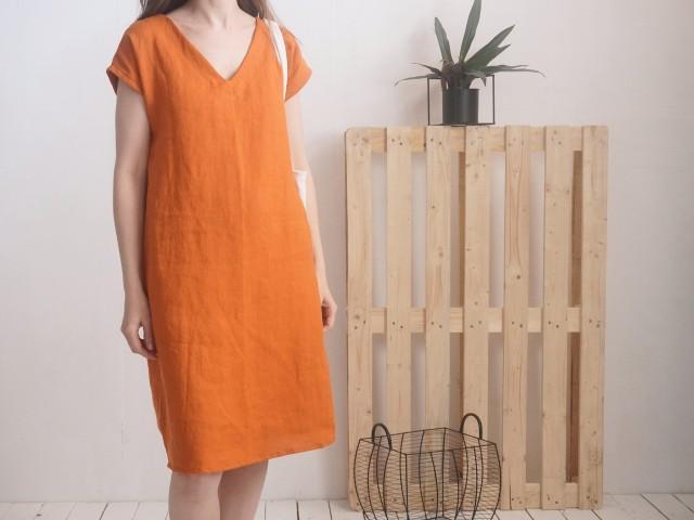 Linen v-neck dress. Womans linen dress. Short sleeve dress. V-neck dress. Womans loose linen dress. Natural linen summer dress - MADEIRA