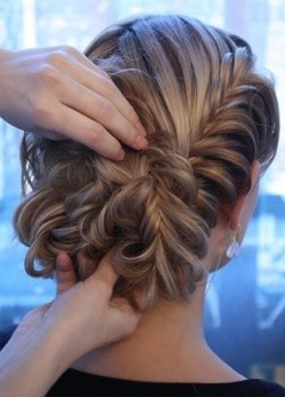 Прически на заплетенные волосы