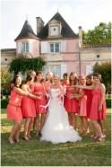 Coral and pink hues at wedding venue near Bordeaux