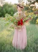 Red, blush and gold romantic wedding inspiration