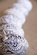 How to Make Doodle Easter Eggs - DIY & Crafts - Handimania