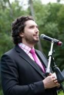 Talento y pasión: las claves de Emmanuel Carat para oficiar una ceremonia civil