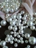 375 Pcs Ivory/White Pearl Beads No Holes (Mix 18mm, 14mm, 10mm, 8mm, 6mm) Vase Fillers