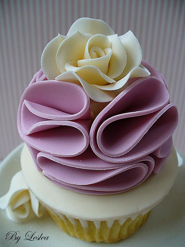Wedding - Vintage pink ruffles cupcake