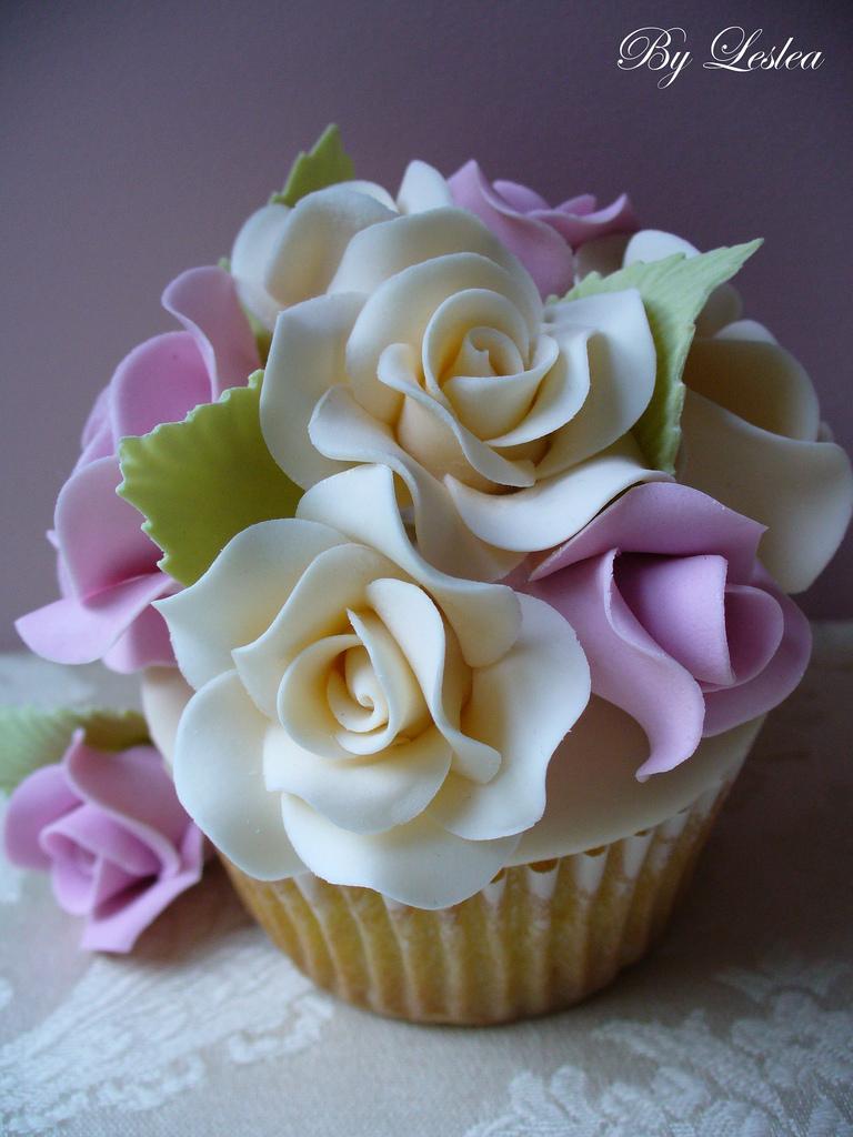 Wedding - Rose garden cupcake