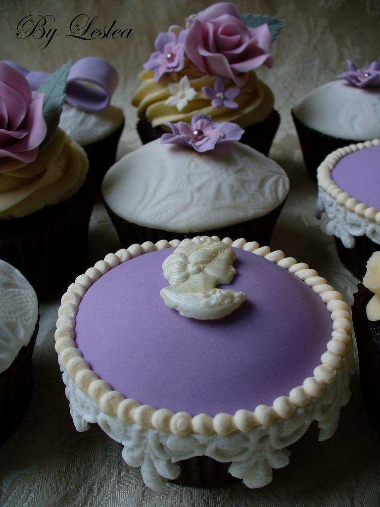Wedding - Cameo cupcake