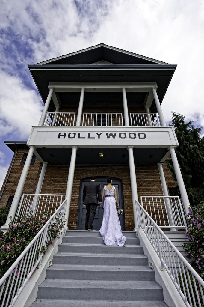 Hochzeit - Hollywood schoolhouse wedding