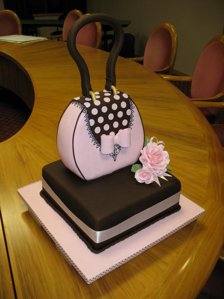 Boda - Handbag cake!