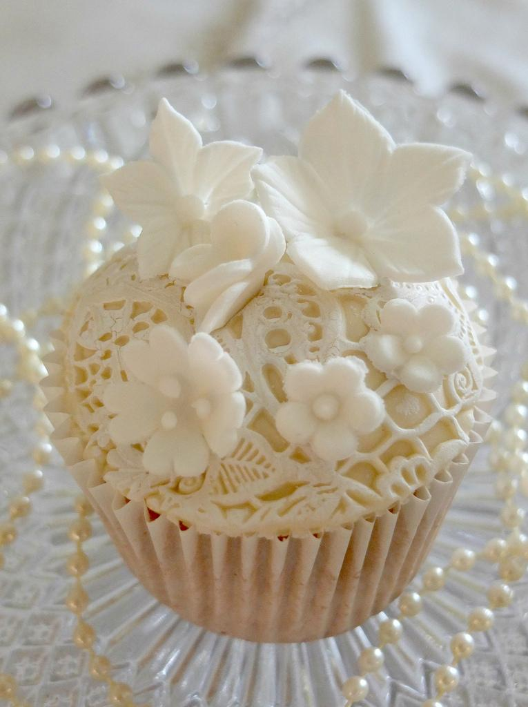 Wedding - Ivory and white lace flowers