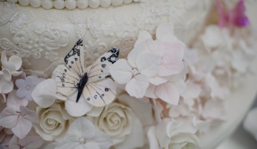 wedding cakes close up shot of cake details 1930636 weddbook