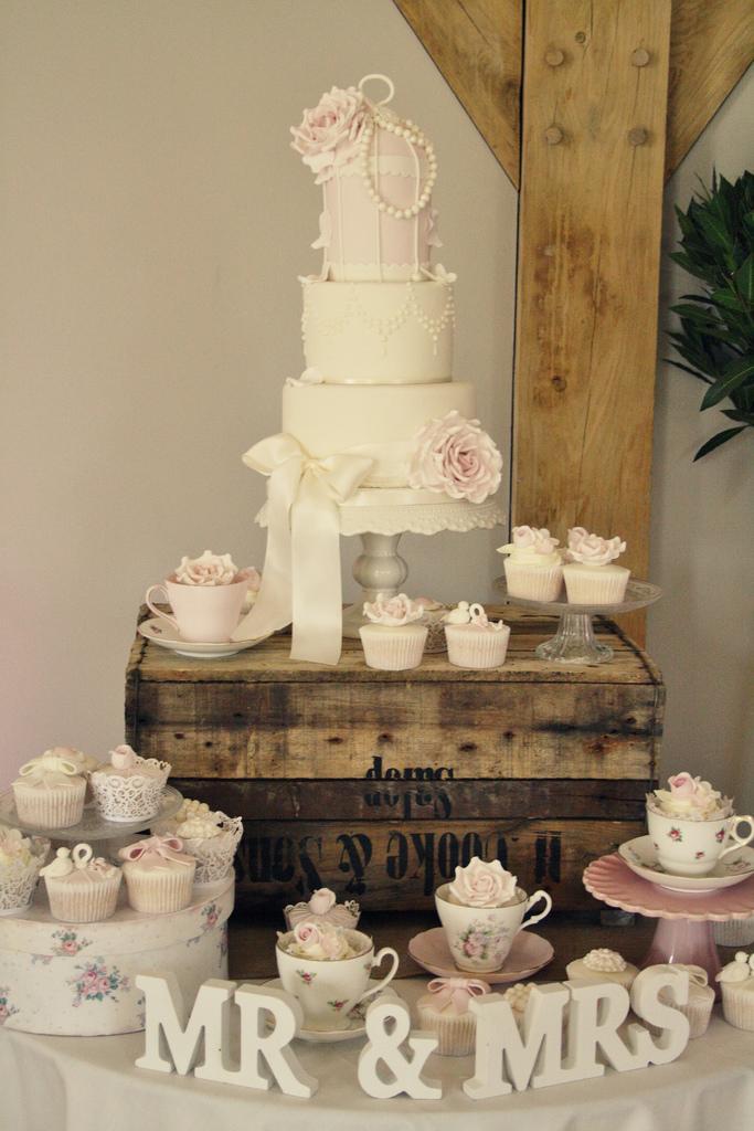 زفاف - Hannah & Matt's wedding cake - Redhouse Barn
