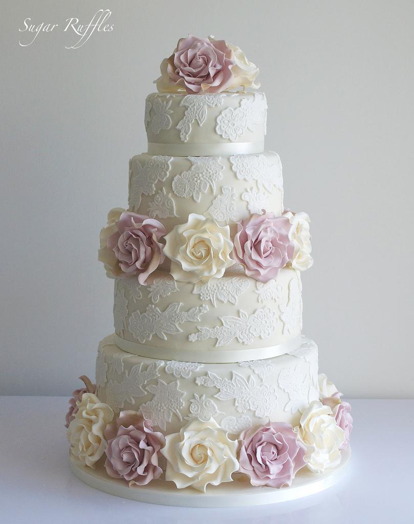 زفاف - Wedding cake with lace & ivory and amnesia roses