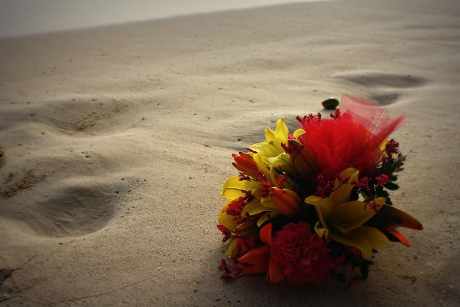Wedding - Flowers In The Sand