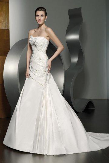 Свадьба - A-line Strapless Beaded Applique Court Train Wedding Dress