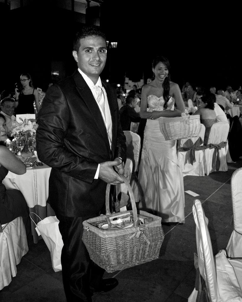 زفاف - Óscar y Ayeisa repartiendo regalos en su boda