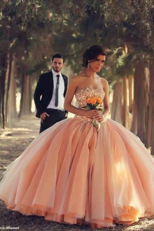 Свадебные платья в цвете
