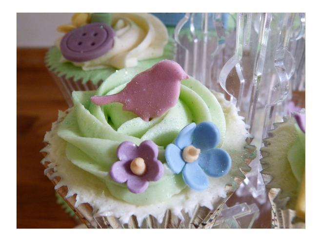 Свадьба - Birds, Buttons and Flowers Wedding Cupcakes
