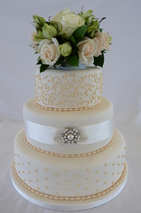 Свадьба - Wedding Cake with filigree, pearls and pastel gold