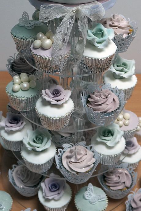 Свадьба - Wedding Cupcakes with Pearls & Roses
