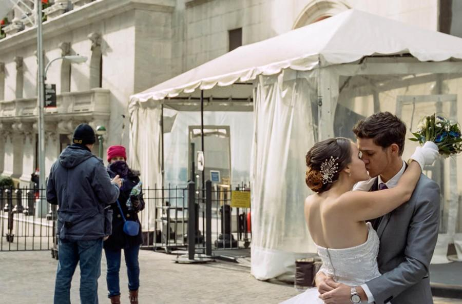 Свадьба - Winter Wedding Shot On Wall Street (In Front Of The Nyse)