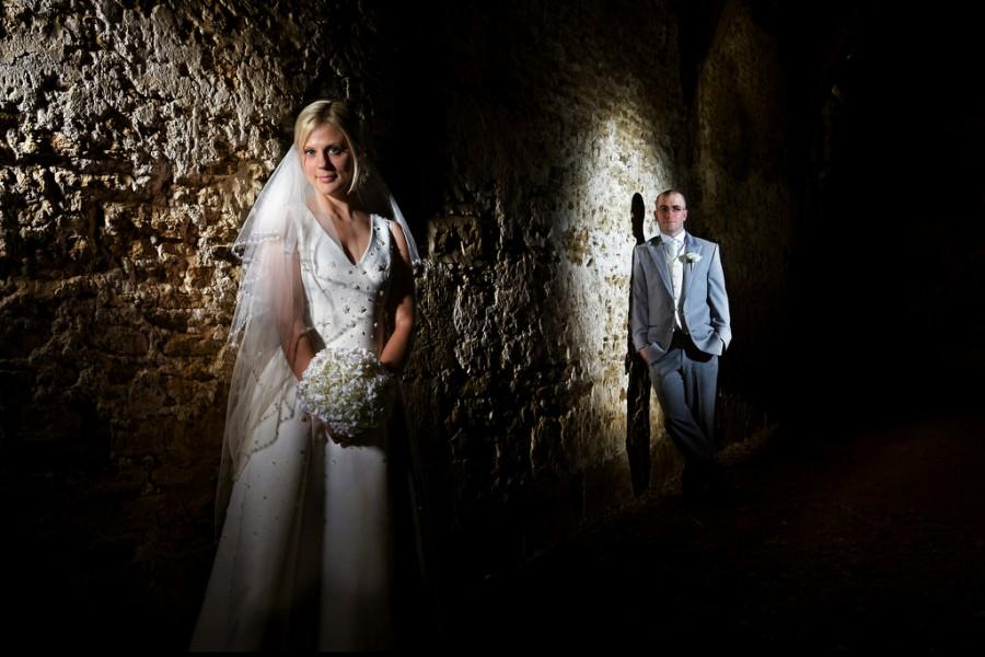 Mariage - Bride And Groom In Barn