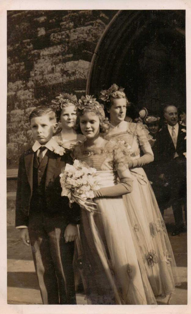 Свадьба - Real Photo Portrait Of  Bridesmaids And A Page Boy
