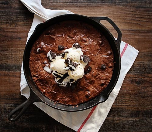Свадьба - Cast Iron Skillet Oreo Brownies