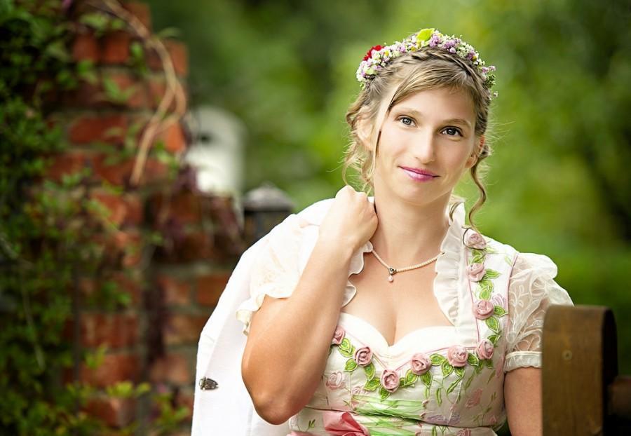 Wedding - Bavarian Maid