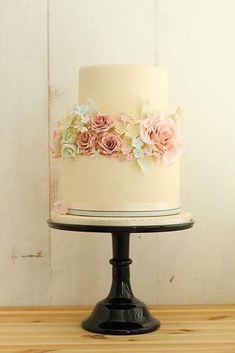 Romantic Wedding Romantic Vintage Wedding Cake 2030588 Weddbook
