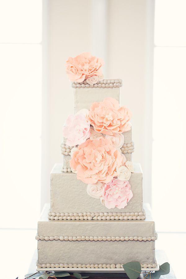 Mariage - Gâteau de mariage carré de couleur écru