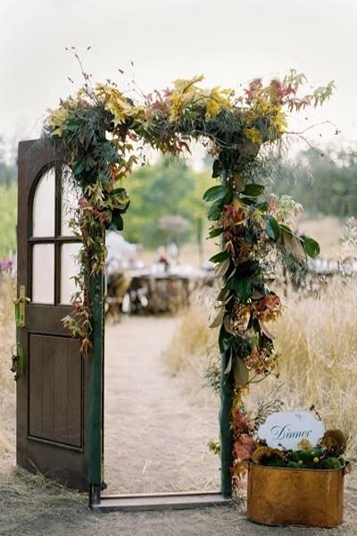 Bohmische Hochzeit Weinlese Tur Hochzeitsdeko 2030751 Weddbook