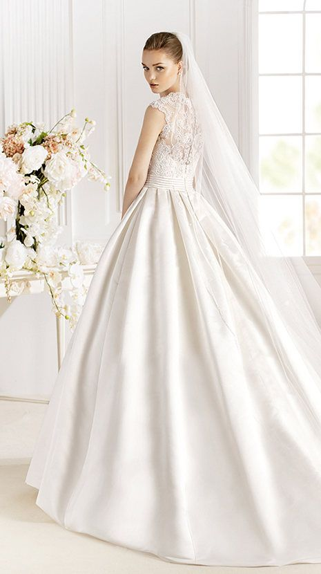 White Wedding Dress Made Of Silk Fabric