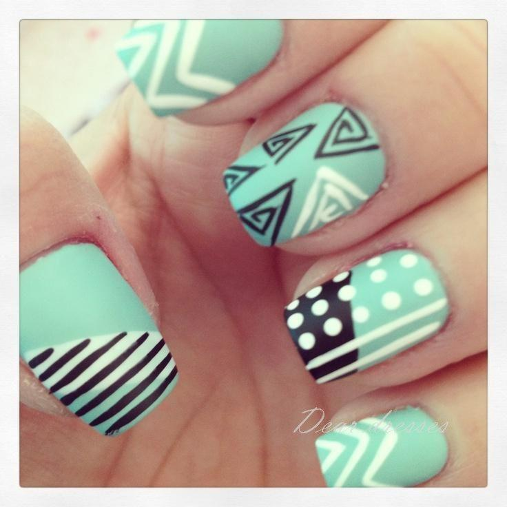 Tiffany Blue Nail Art: Anormale Nail Art. Mignon