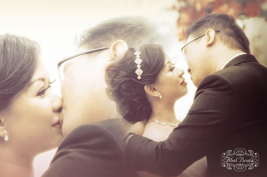 Wedding - Kiss