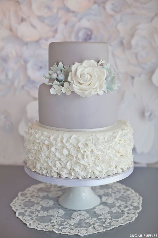Light pastel green cake ideas and designs - Hochzeitstorten Dove Grau Hochzeitstorte 2032454 Weddbook