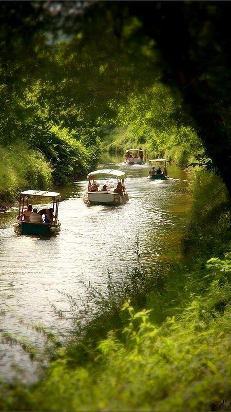 Mariage - Sur la rivière Lot, France