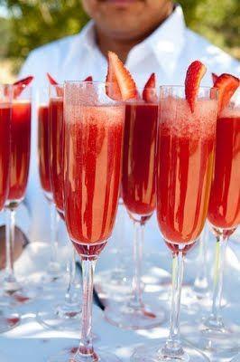 Hochzeit - Frische Erdbeerpüree und Champagner.