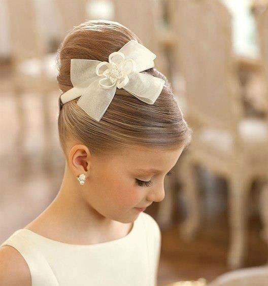Hochzeit - Blumen-Mädchen-Frisur