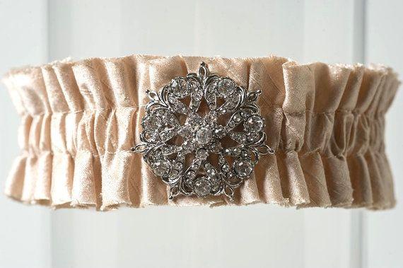 """Hochzeit - Hochzeit Strumpfband Ivory Silk Kristall Brosche Hochzeitsstrumpfband """"Andrea"""""""