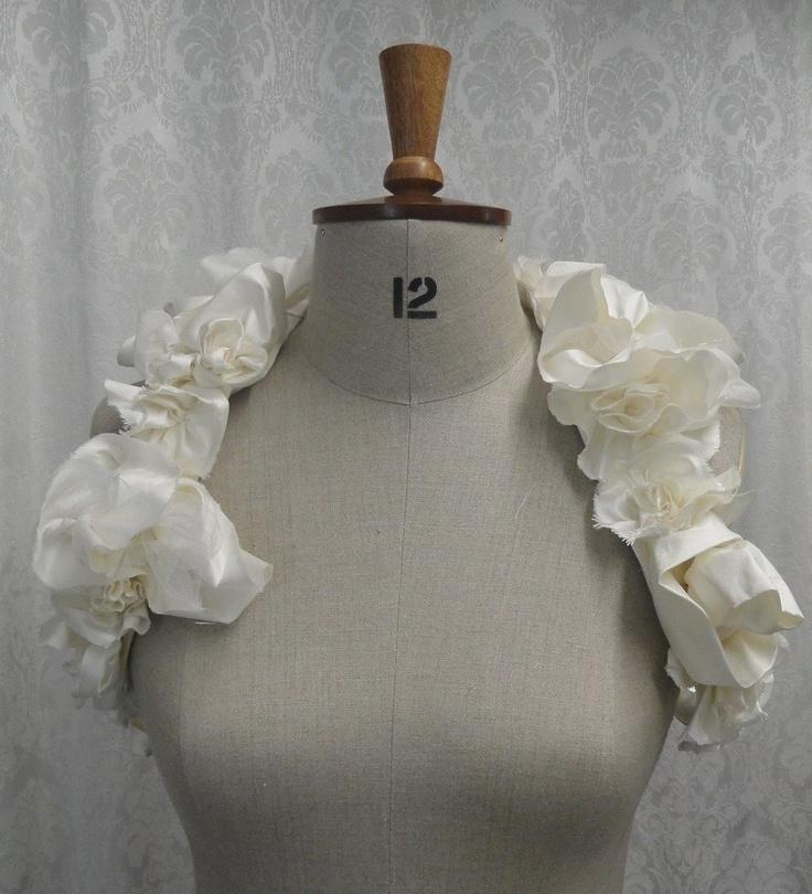 Свадьба - Свадебные Болеро, Пожимая Плечами С Розами, Слоновой Кости, Без Рукавов