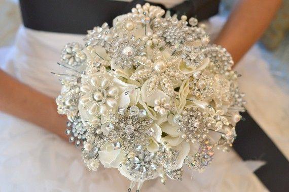 Hochzeit - Kaution für klassische Perlenbrosche Heirloom Bouquet - Made-to-order Hochzeit Brosche Bouquet